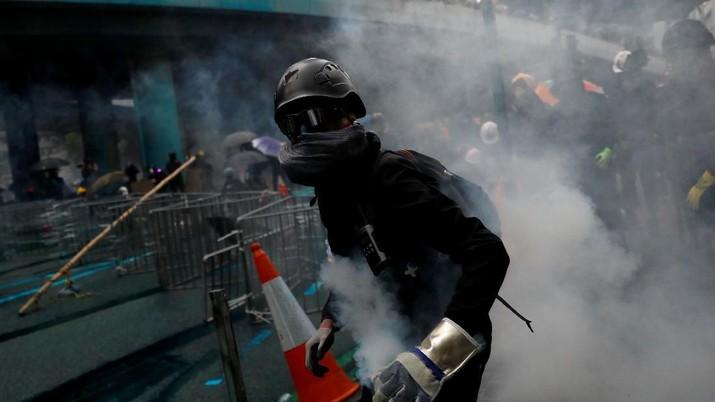 Hong Kong Panas, Bom Molotov Hingga Gas Air Mata Warnai Demo