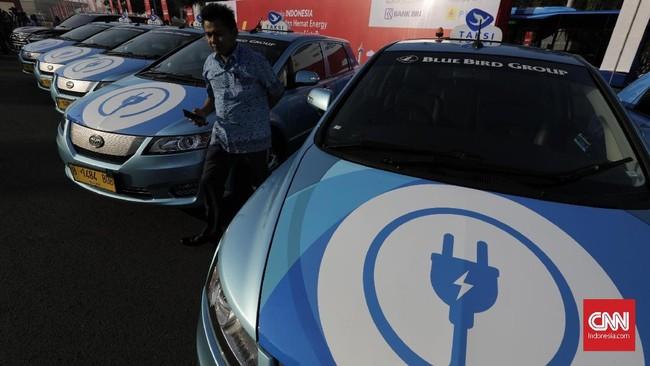 Kegiatan konvoi kendaraan bertenaga listrik ini dilaksanakan untuk memperkenalkan mobil listrik sebagai salah satu sarana mengurangi polusi udara.