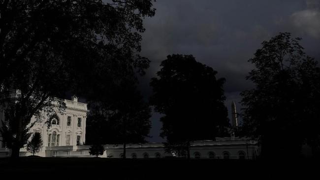 Gedung Putih di Washington, AS. Bangunan ini mulai dirancang pada 1792 dan dibangun oleh tangan para budak. Pada 2008, Michelle Obama yang merupakan keturunan budak, menjadi perempuan Afrika-Amerika pertama yang menjadi ibu negara dan tinggal di bangunan ini. (REUTERS/Carlos Barria)