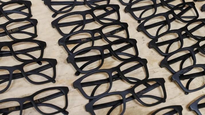 Eco-friendly sunglass frames, made of coffee waste,are seen in workshop near Kiev, Ukraine May 13, 2019. Picture taken May 13, 2019.  REUTERS/Gleb Garanich