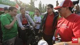 Menteri Koordinator Bidang Kemaritiman Luhut Pandjaitan, Menteri Perhubungan Budi Karya Sumadi, Menteri Perindustrian Airlangga Hartarto juga menghadiri pameran kendaraan listrik. Luhut yang hadir mewakili Jokowi sempat menjajal motor Gesits berwarna merah.
