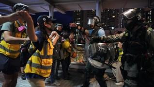 China Puji Cara Polisi Hong Kong Tangani Demonstran Brutal