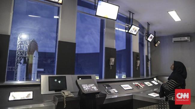 Skyworld menyajikan edukasi antariksa kepada para pengunjungnya.