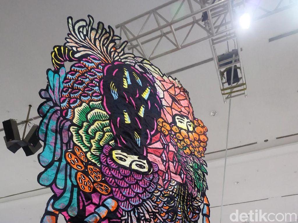 Art Jakarta 2019 juga memajang 10 karya spesial di beberapa titik. Salah satunya adalah karya Eko Nugroho. Foto: Tia Agnes/detikHOT