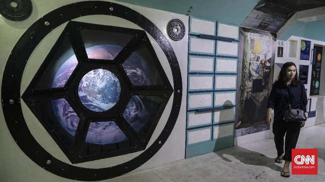 Planetariun digital ini menghadirkan pertunjukan atau film mengenai antariksa yang sinematis, dengan sensasi atraktif dan edukatif.