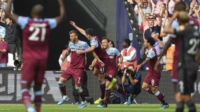 West Ham United mengalahkan Norwich City 2-0 di Stadion London. (AP Photo/Alberto Pezzali)
