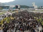 Para Demonstran Tutup Akses Menuju Bandara Hong Kong