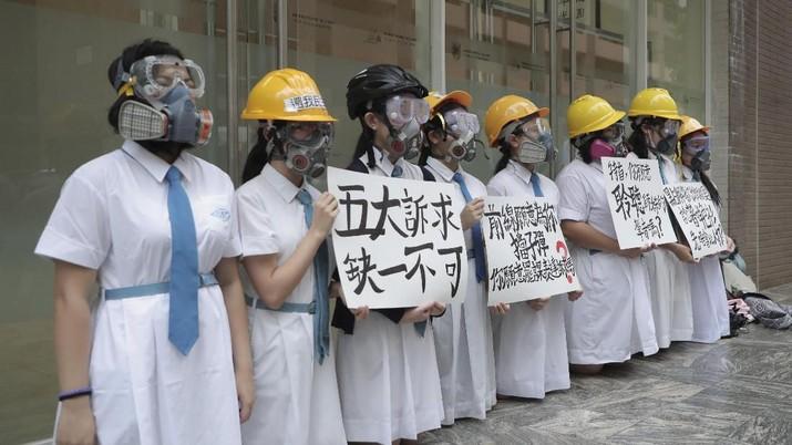 Kini giliran para pelajar Hong Kong berdemo sebagai bentuk dukungan pada massa pro demokrasi.