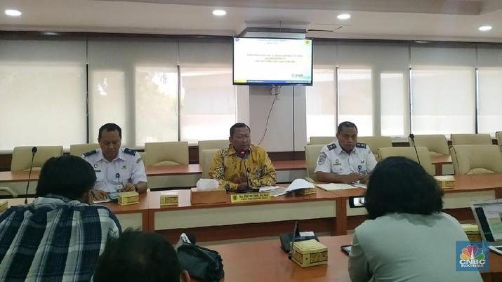 Kemenhub memberikan tanggapan soal pernyataan bos taksi Malaysia, Shamsubahrin Ismail yang salahkan pemerintah RI biarkan ojol Gojek beroperasi di Indonesia.
