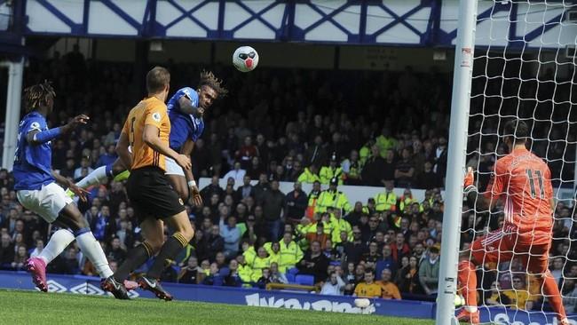 Everton mengalahkan Wolverhampton Wanderers 3-2 di Stadion Goodison Park, Minggu (1/9). Alex Iwobi mencetak satu gol ke gawang Wolves. (AP Photo/Rui Vieira)