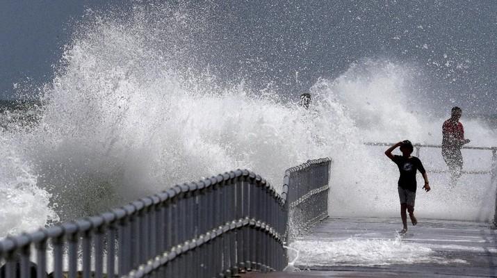 Warga Pantai Timur AS, Bersiap Hadapi Serangan Badai Dorian