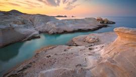 Sarakiniko, Pantai 'Bulan' di Yunani