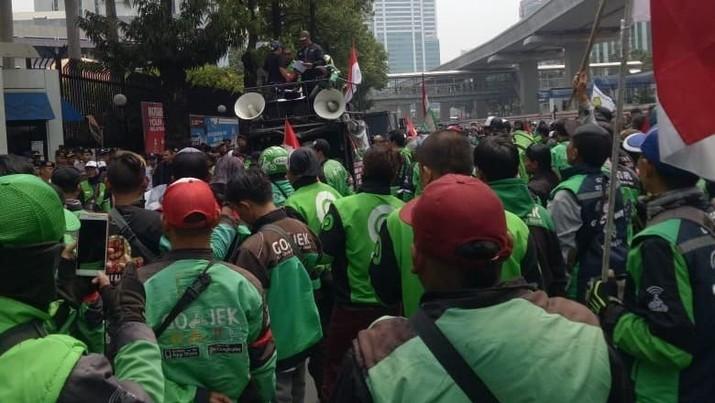 Ojek online tidak bisa beroperasi selama dua pekan ini di Jakarta, berikut penjelasan dari Gojek dan Grab