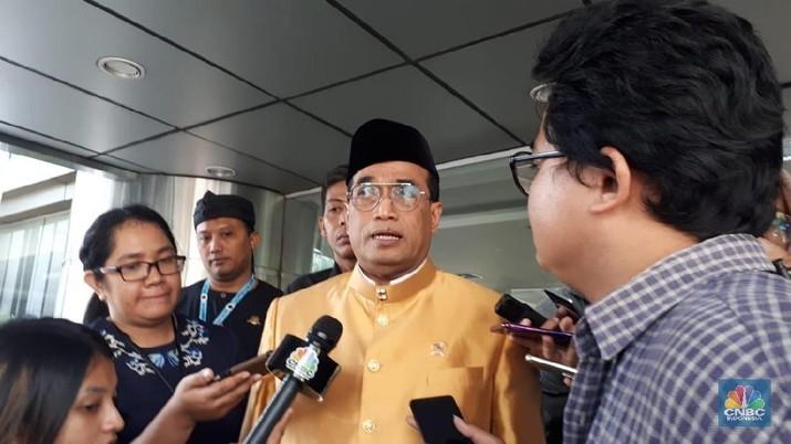 Menhub Budi Karya menjelaskan soal protes yang dilakukannya atas pernyataan Bos taksi Malaysia Shamsubahrin Ismail. Menurutnya ucapan tersebut tidak pantas.