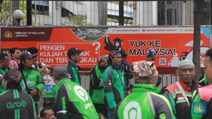 Para driver ojek online menyuarakan protes keras mereka yang berisi 3 tuntutan, baik untuk pemerintah maupun perusahaan
