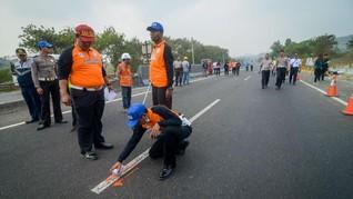 APV yang Terguling di Tol Jagorawi Berpenumpang 9 Orang