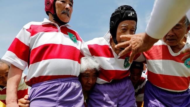 General Manager Fuwaku, Mitsukawi Okajima memperkirakan, ada sekitar 10 ribu veteran pemain rugby di seluruh klub yang dimiliki Jepang. Fuwaku memiliki sekitar 300 pemain dari beragam generasi. (REUTERS/Kim Kyung-Hoon)