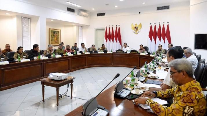 Presiden Joko Widodo (Jokowi) kembali menggelar Rapat Terbatas (Ratas) di Kantor Kepresidenan.