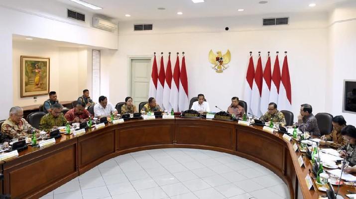 Pemerintah mengakui ada kerumitan dalam tata aturan di Indonesia, termasuk sampai masalah perizinan.
