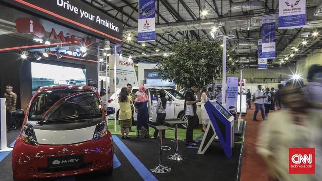 Mitsubishi salah satu peserta di pameran Indonesia Electric Motor Show (IEMS) 2019 di Balai Kartini, Jakarta, Rabu, 4 September 2019. (CNN Indonesia/Bisma Septalisma)