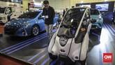 Stan Toyotadi Indonesia Electric Motor Show (IEMS) 2019 di Balai Kartini, Jakarta, Rabu, 4 September 2019. (CNN Indonesia/Bisma Septalisma)