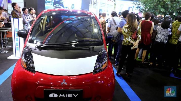 Mitsubishi innovative Electric Vehicle) memilkkk 5 pintu yang diproduksi oleh Mitsubishi Motors, dan versi listrik dari Mirsubishib  . Menurut Mitsubishi, i-MiEV dapat menempuh jarak sejauh 100 mil (160 km). Untuk versi yang dijual di Amerika Serikat pada tahun 2012, mobil ini dapat menempuh jarak sejauh 62 mil (100 km).  (CNBC Indonesia/Muhammad Sabki)