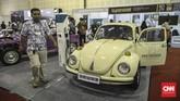 Volkswagen Beetle dimodifikasi dan sudah mengantongi motor listrik dan baterai sebagai penggeraknya. (CNN Indonesia/Bisma Septalisma)