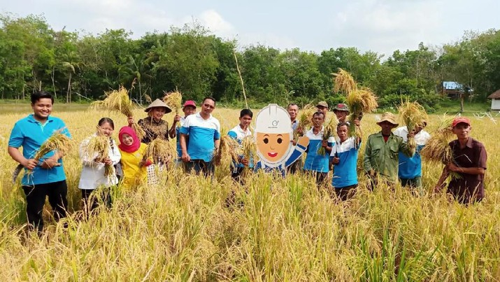 PT Medco Energi Internasional Tbk (MEDC) melalui program corporate social responsibility (CSR) memberikan pelatihan bagi petani.