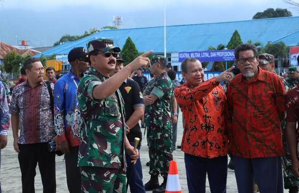 Antusias Warga Jayapura Saksikan Latihan Pasukan TNI