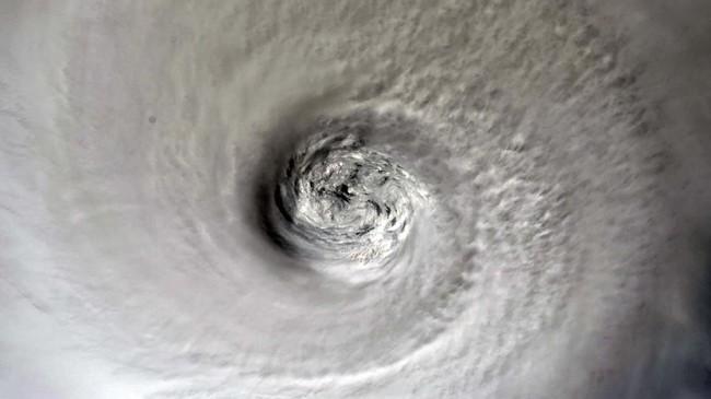 Badai Dorian merupakan topan terbesar yang pernah menerjang Bahama berdasarkan tekanan angin. (Christina Koch/NASA/Handout via REUTERS)