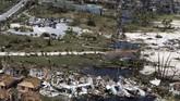 Korban jiwa akibat Badai Dorian di Kepulauan Bahama dilaporkan tembus menjadi 20 orang. Bahkan, menurut pemerintah setempat ada kemungkinan jumlah itu bisa bertambah. (Seaman Erik Villa Rodriguez/U.S. Coast Guard/Handout via REUTERS)