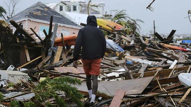 Empat pemerintah negara bagian AS, yakni Florida, Georgia, dan North serta South Carolina mengungsikan sekitar 3 juta penduduknya untuk menghindari Badai Dorian. (REUTERS/Dante Carrer)