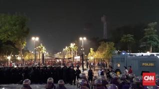 Dikawal Aparat, Pendukung Timnas Malaysia Tinggalkan GBK