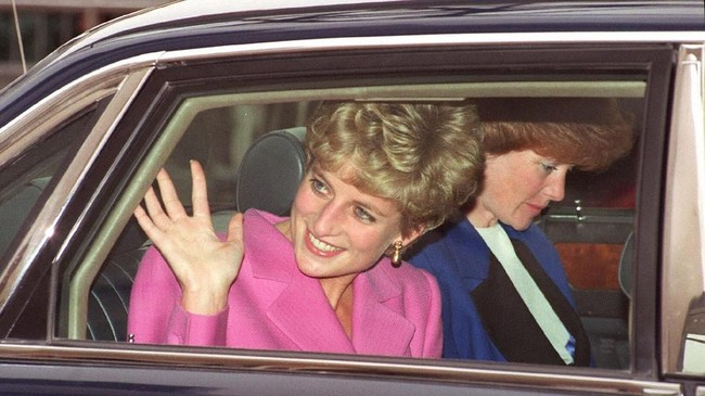 Pada Februari 1981, Diana resmi bertunangan dengan Pangeran Charles setelah dijodohkan oleh kedua pihak keluarga. ( JOEL ROBINE / AFP)