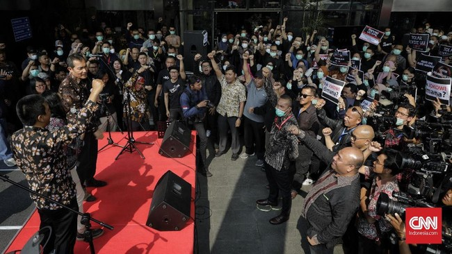 Lima komisioner KPK mengirim surat kepada Presiden RI Jokowi untuk menolak rencana perubahan UU KPK tersebut. (CNNIndonesia/Adhi Wicaksono)