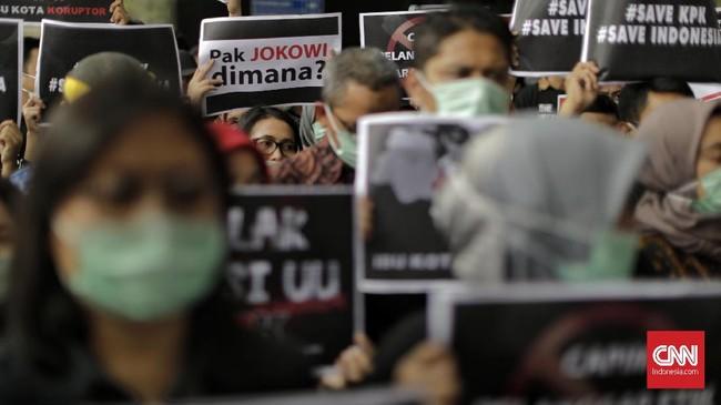 Aksi digelar di pelataran Gedung Merah Putih KPK, Kuningan, Jakarta Selatan, Jumat, 6 September 2019. (CNNIndonesia/Adhi Wicaksono)