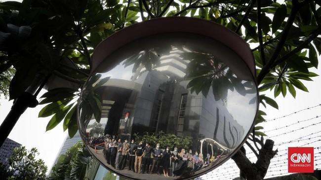 Seluruh unsur lembaga antirasuah itu terlibat dalam aksi menolak revisi UU KPK karena menilai rencana perubahan itu akan melemahkan pemberantasan korupsi di Indonesia. (CNNIndonesia/Adhi Wicaksono)