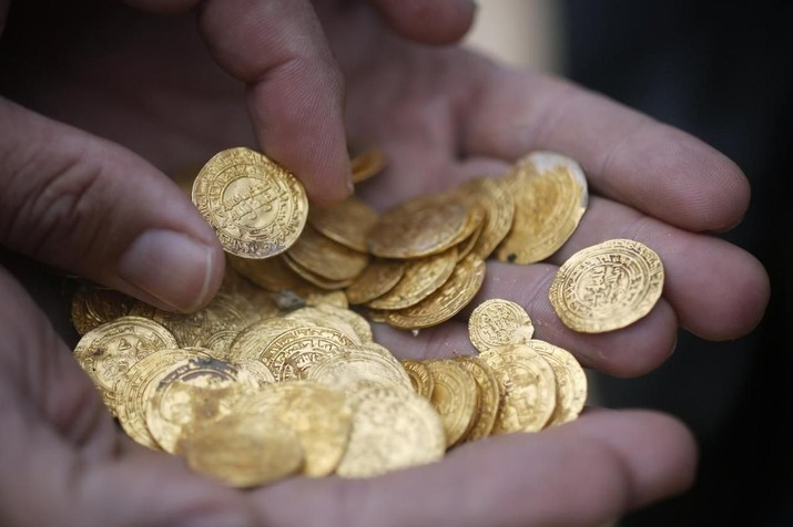 Dinar dan juga dirham merupakan alat pembayaran yang digunakan umat Islam pada masa lalu.