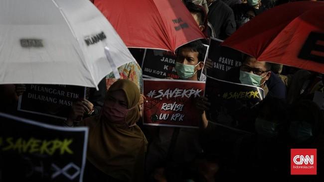 Ada sejumlah poin krusial yangdinilai bakal melemahkan pemberantasan korupsi di antaranya pembentukan dewan pengawas KPK serta pemberlakuan SP3 dalam suatu kasus. (CNNIndonesia/Adhi Wicaksono)