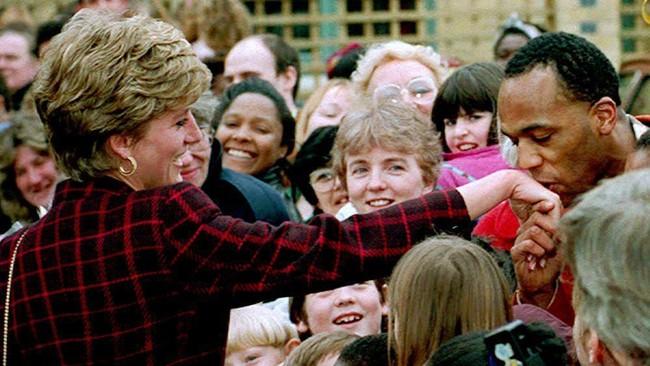 Seiring dengan perpisahan Pangeran Charles dan Putri Diana, banyak beredar rumor perselingkuhan dari masing-masing pihak. (EPA / AFP)