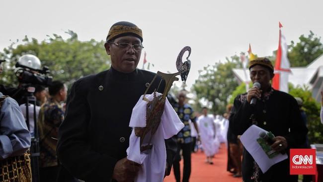 Berbeda dengan wayang kulit biasa yang digelar untuk hiburan, wayang ruwatan yang lekat dengan mistisme Jawa lebih bersifat ritual sehingga tidak bisa dimainkan oleh sembarang dalang.