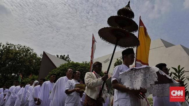 Sebagai bagian dari rangkaian memeriahkan Tahun Baru Islam 1441 Hijriyah, ruwatan massal kembali digelar di pelataran Museum Pusaka TMII, Jakarta, Sabtu (7/9/2019). Ruwatan massal ini diikuti oleh 62 sukerto (peserta) se-Jabodetabek.