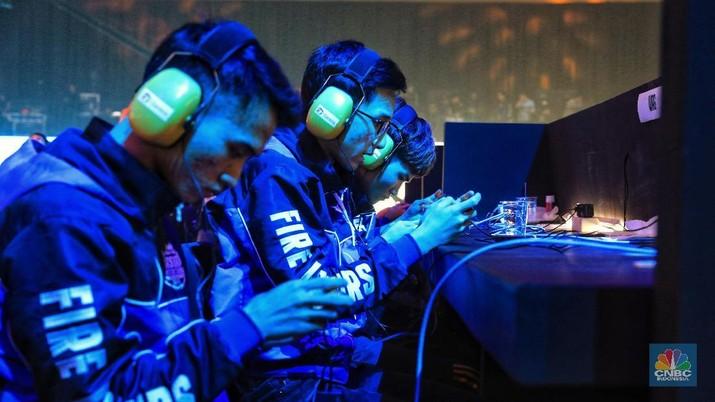 Industri game online dan e-sports tumbuh pesat di Indonesia meski banyak orang menganggap keduanya negatif.