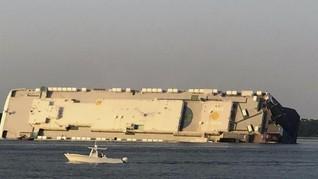 Kapal Pengangkut Mobil Hyundai-KIA Terguling, 4 Awak Hilang