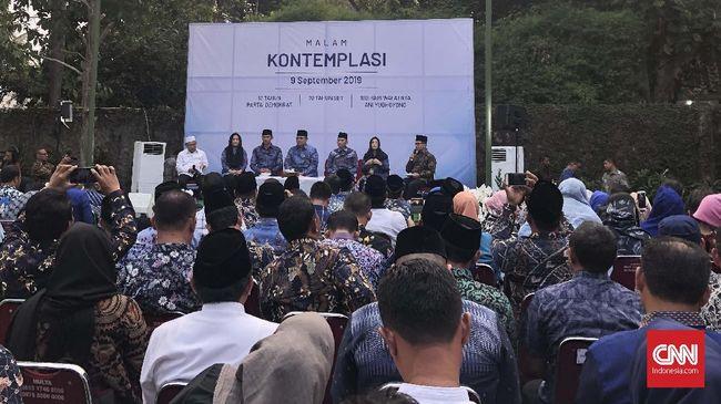 Gelar Malam Kontemplasi, Keluarga SBY Kompak Berbatik Biru