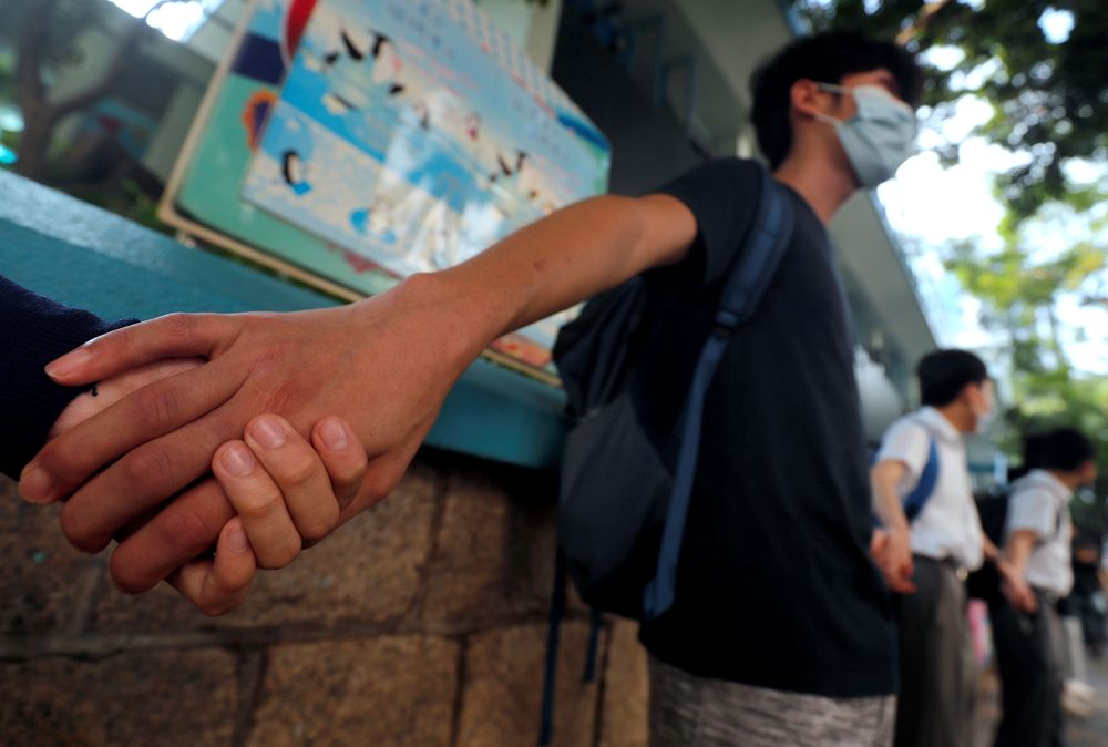 Pelajar Hong Kong tetap melanjutkan demonstrasi meski akhir pekan lalu kerusuhan terjadi