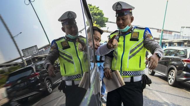 Jumlah pelanggaran paling banyak terjadi di wilayah Jakarta Utara yakni di lampu merah Bintang Mas, Gunung Sahari di mana tercatat 251 pelanggaran.(ANTARA FOTO/Galih Pradipta)
