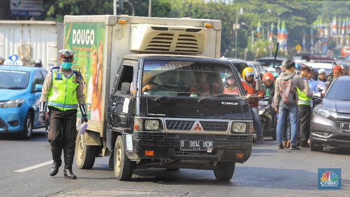 Penindakan Ganjil-Genap (CNBC Indonesia/Muhammad Sabki)