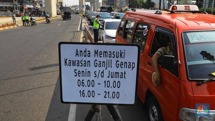 Dari pukul 06.30 - 08.30 WIB saja sudah terjaring 60 pelanggar, ganjil genap di wilayah Fatmawati, Jakarta Selatan.