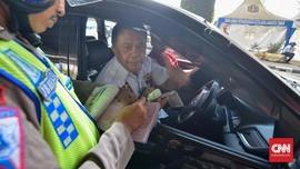 Polisi Tilang 1.904 Pengendara di Hari Pertama Ganjil Genap